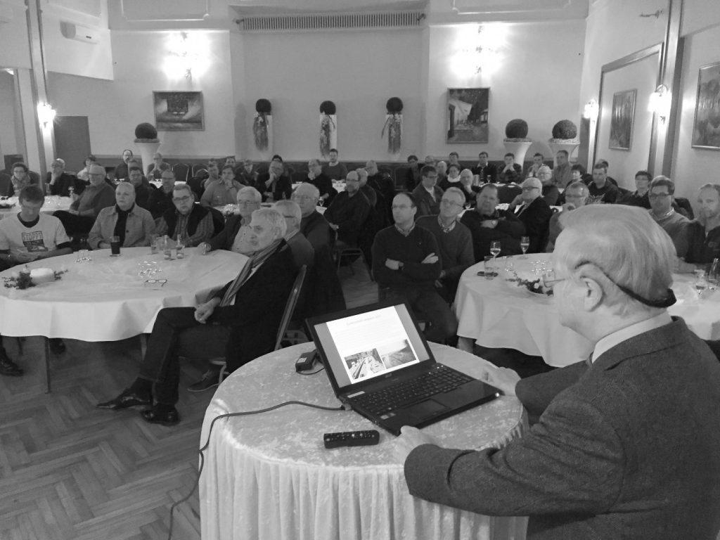 Voller Saal im Gasthaus Lingemann in Rulle, als Prof. Dr. Jürgen Deiters seine Expertise zu den Auswirkungen der A33-Nord im Raum Osnabrück vorstellte.