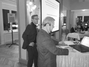 Nach seinem Vortrag beantwortete Prof. Deiters eine Vielzahl von Fragen der Zuhörer. Bürgermeister Otto Steinkamp erläuterte das gemeinsame Vorgehen der Gemeinden Wallenhorst und Belm in engem Zusammenschluss mit den Bürgervereinen von Wallenhorst und Icker und dem Umweltforum Osnabrücker Land.