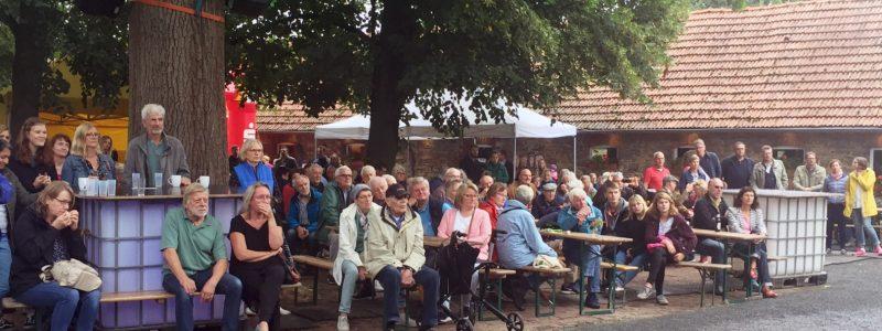 Trotz des schlechten Wetters kamen am Wochenende fast 2000 Menschen auf den Hof Nordmann, um sich zu informieren und unterhalten zu lassen.